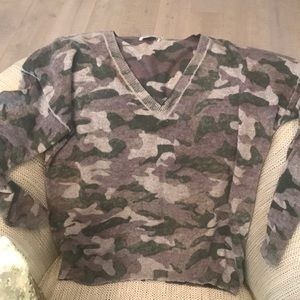 Oversized small cashmere camouflage v neck